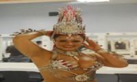 Luiza Brunet, Gracyane e outras rainhas posam com figurinos. Veja fotos