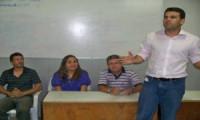 Flora Isabel e Alexandre Nogueira se reúnem com moradores de Mesa de Pedra e Taboquinha.