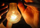 Conta de luz vai ficar mais cara a partir desta terça-feira