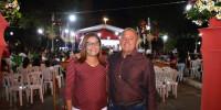 Casal Indelson e Leni comemora aprovação de filho para medicina