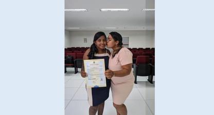 Valencianas Andrea e Taysa dizem sim e oficializam casamento