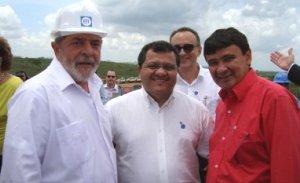 Luciano Paes Landim ladeado pelo presidente Lula e o governador Wellington Dias