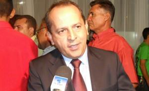 Secretário Hélio Isaías