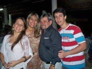 Rubens Alencar ladeado por sua familia