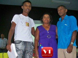 Luciano ao lado dos pais Ivani Luiza e Antônio Carlos