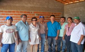 equipe do Emater e produtores de Inhuma