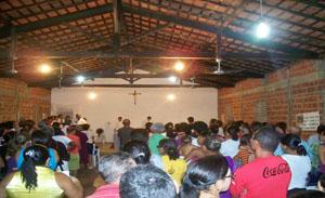 A igreja ficou lotada de fiéis