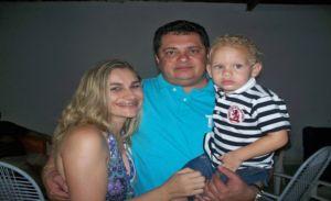 O empresário ladeado pela esposa Carmelina e o filho Arthur