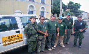 Fiscais do IBAMA e policiais do Batalhão Ambiental
