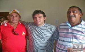 Marllos Sampaio ladeado pelos amigos Erasmo Rosa e Pedro Ferré
