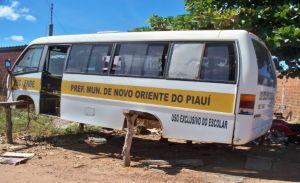 Ônibus está abandonado em Valença