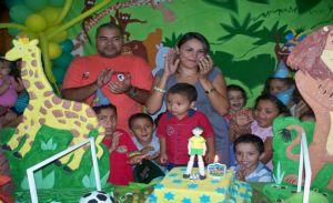 a festa aconteceu na casa dos avós Morais e Socorro Marinheiro