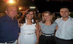 Gracielio Pimentel e Indelson Melão ladeados pelas esposas