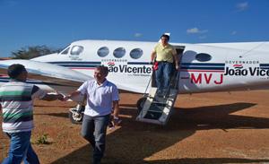 João Vicente Claudino e Ciro Nogueira no momento da chegada a Valença