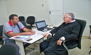 O diretor do portalv1 Sérgio Alves e juiz Dr. José Wagner Linhares