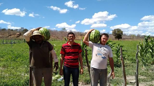 Secretário de Agricultura Reinaldo Paiva (centro), o PPA é um sucesso em Pimenteiras