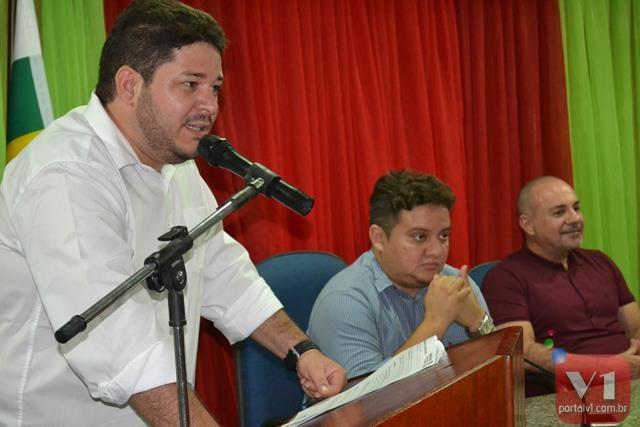 Leonardo Nogueira afirmou que nessa semana decidirá seu futuro político.