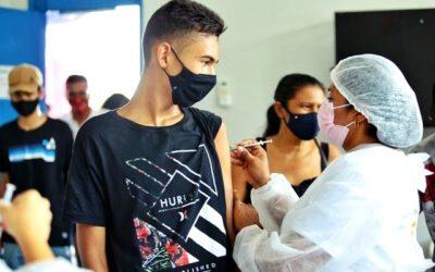 Jovens de 16 e 17 anos e idosos de 90 anos foram imunizados em Valença. Fotos e video